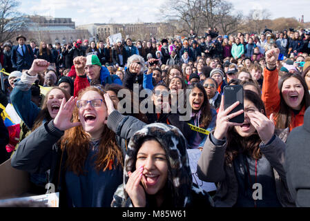 Washington, District of Columbia, USA. 13th Mar, 2018. Students from the DC area walk out of school and march from - Stock Photo
