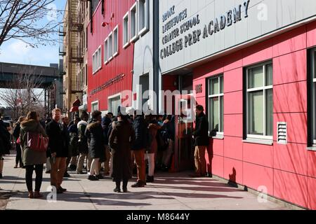 New York City, New York, USA. 14th Mar, 2018. Students of the Bronx Lighthouse Charter School walked out of their - Stock Photo