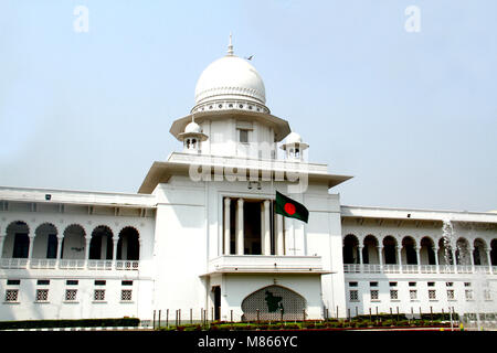 Dhaka. 15th Mar, 2018. The Bangladeshi national flag is seen flown at half-mast outside the High Court building - Stock Photo