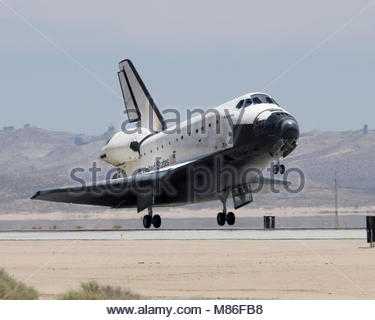 Space Shuttle Atlantis and the STS-117 crew returns home. Space Shuttle Atlantis and the STS-117 crew returned home - Stock Photo