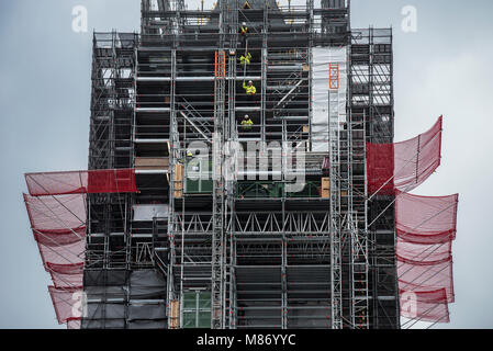 Palace of Westminster, House of Parliament, Big Ben Tower work men raising scaffold poles during restoration work. - Stock Photo