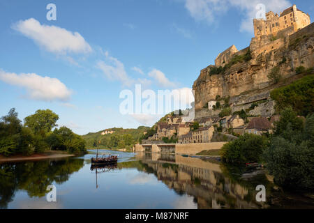 The medieval Chateau de Beynac perched high on the limestone cliffs of Beynac et Cazenac on the Dordogne River, - Stock Photo