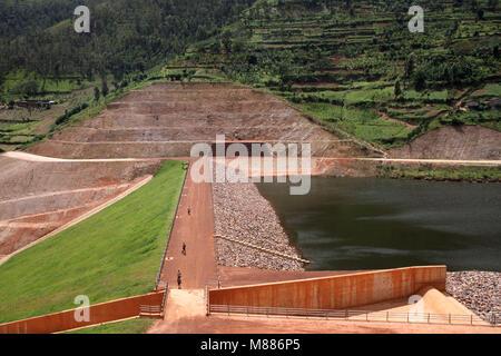 Rulindo, Rwanda. 15th Mar, 2018. Photo taken on Feb. 16, 2018 shows a view of Muyanza Dam built by China Geo-Engineering - Stock Photo