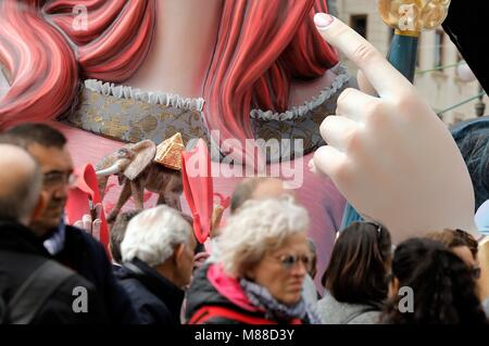 Valencia, Spain. 16th Mar, 2018. People visit one of the 770 'fallas' or wooden figures placed throughout Valencia, - Stock Photo