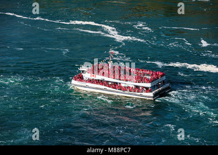 Sightseeing boat approaches Horseshoe Falls, Niagra Falls, Ontario, Canada - Stock Photo