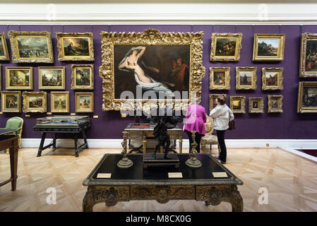 London. England. UK. Visitors to The Wallace Collection, housed at Hertford House in Manchester Square, former townhouse - Stock Photo