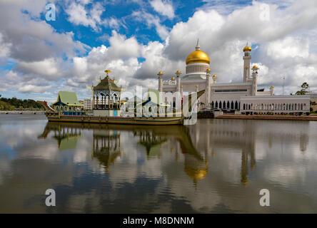 Brunei Darussalam Bandar Seri Begawan Sultan Omar Ali Saifuddien Mosque March 16, 2018 One of Brunei's most important - Stock Photo