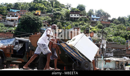 Rio de Janeiro, Brazil  16th March, 2018    Residents of Viradouro shantytown crosses in front of a Brazilian army - Stock Photo