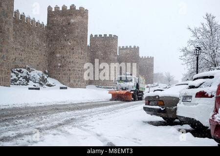 Avila, Spain, 17 March 2018. A snowplough clears the snow from the road around the Wall. Up to 32 provinces in the - Stock Photo