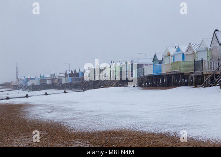 Essex, UK, 17 Mar 2018. Heavy snowfall early on Saturday morning started to blanket the far south of Essex near - Stock Photo