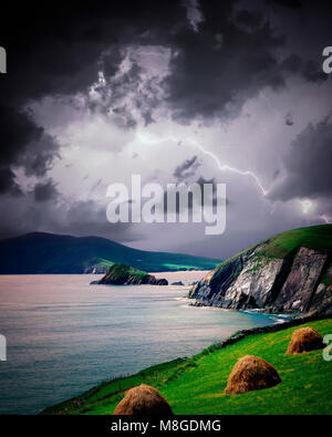 IE - CO. KERRY:  Lightning over Slea Head on the Dingle Peninsula - Stock Photo