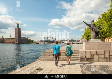 View from Riddarholmen towards the staue of Evert Taube and Stockholm City Hall.  Evert Taube was considered a national - Stock Photo