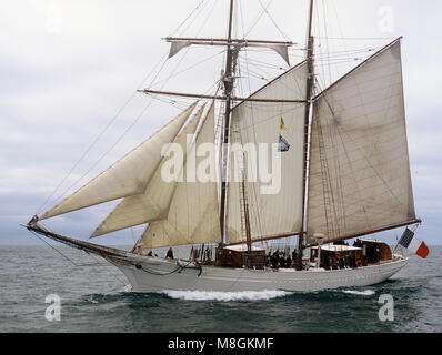 The Tall ship Etoile undersail off Milford Haven - Stock Photo