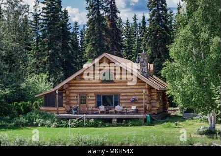 Log cabin home on the banks of the Chena River, Fairbanks, Alaska, USA. - Stock Photo