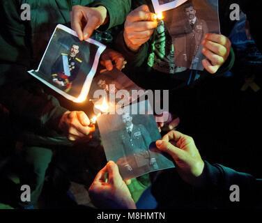 Girona, Spain. 17th Mar, 2018. People of Catalan pro-independence association Alerta Solidaria burn Spanish King - Stock Photo