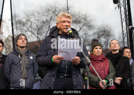 Bratislava, Slovakia. 16th Mar, 2018. Actor Richard Stanke holds a speech during the anti-government protest.After - Stock Photo