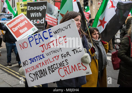 London, UK. 17th March, 2018. Campaigners from Syria Solidarity Campaign march to mark the 7th anniversary of the - Stock Photo
