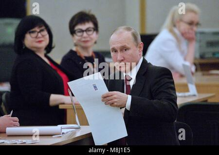 Moscow. 18th Mar, 2018. Russian President Vladimir Putin prepares to vote at a polling station in Moscow March 18, - Stock Photo
