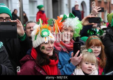 Dublin, Ireland. 17th Mar, 2018. People watch the Saint Patrick's Day parade in Dublin, Ireland, March 17, 2018. - Stock Photo