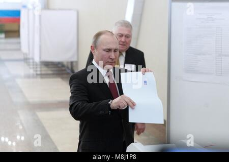 Moscow, Russia. 18th Mar, 2018. Incumbent Russian President Vladimir Putin votes at a polling station in Moscow, - Stock Photo