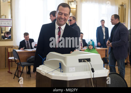 Moscow, Russia. 18th Mar, 2018. Russian Prime Minister Dmitry Medvedev votes at a polling station in Moscow, Russia, - Stock Photo