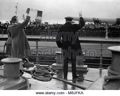 Prime Minister Churchill's Return From the Quebec Meeting, at Greenock, 20 September 1943 Aboard the tender which - Stock Photo