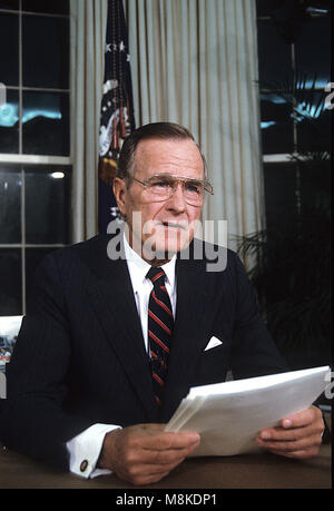 Washington DC., USA, September 2,1991 President George H.W. Bush gives televised speech from the Oval Office on - Stock Photo