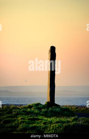 Stenness, Orkney, Scotland. The Watch Stone between Ring of Brodgar, Ness of Brodgar and Stones of Stenness. Loch - Stock Photo
