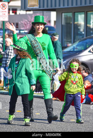 St. Patrick's Day Parade in Bellingham, Washington, USA.  The grand marshal is waving her hand at the crowd while - Stock Photo