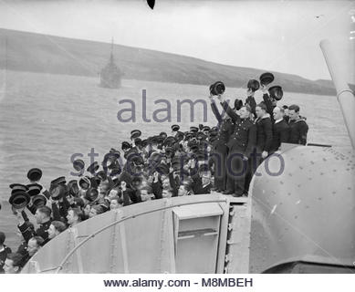The King Pays 4-day Visit To the Home Fleet. 18 To 21 February 1943, Scapa Flow, Wearing the Uniform of An Admiral - Stock Photo
