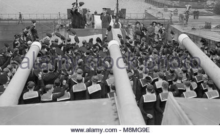 Governor Presents a Plaque To HMS Bermuda. 22 April 1943, Devonport, Ceremony on Board HMS Bermuda When Lord Knollys - Stock Photo