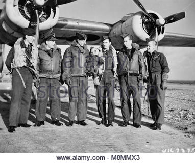 Royal Air Force 1939-1945- Coastal Command Flying Officer Kenneth Owen 'Kayo' Moore of No 224 Squadron and his crew - Stock Photo