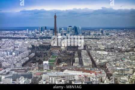 Jan 2, 2018 - View over Paris, looking towards the Eiffel Tower and La Defense, from the observation deck at the - Stock Photo
