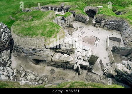 Skara Brae Stone Age Neolithic village at Skaill, Orkney, Scotland. Interior, box beds, hearth and cupboards 3100 - Stock Photo
