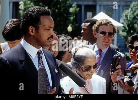 Washington, DC., June 30, 1989 Jesse Jackson along with Rosa Parks and Walter E. Fauntroy meet with members of the - Stock Photo