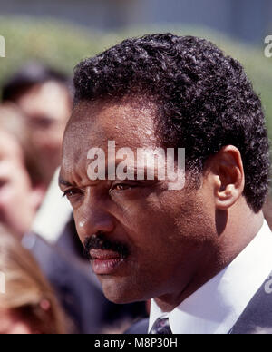 Washington, DC., USA, June 30, 1989 Jesse Jackson speaks with members of the press in the West Wing driveway after - Stock Photo