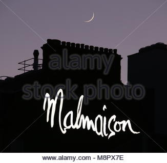 Dundee, UK. 19th March 2018. Crescent moon over Malmaison Hotel Dundee, at the end of a glorious day in Tayside. - Stock Photo