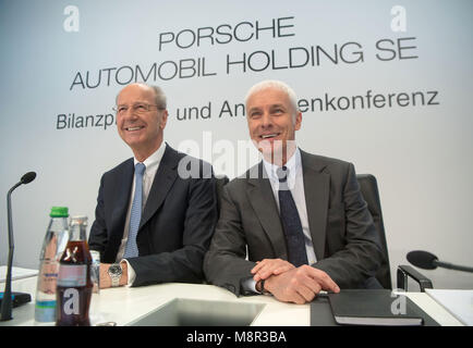 Stuttgart, Germany. 20 March 2018, Hans Dieter Poetsch (l), chairman of the executive board of Porsche SE, and Matthias - Stock Photo