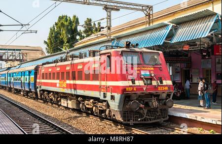 Passenger train at Jalgaon Junction railway station - Stock Photo