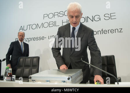 20 March 2018, Germany, Stuttgart: Hans Dieter Poetsch (l), chairman of the executive board of Porsche SE, and Matthias - Stock Photo