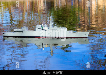 Glasgow, Scotland, UK. 20th March, 2018. UK Weather:  On the first day of Spring a radio controlled model boat replica - Stock Photo