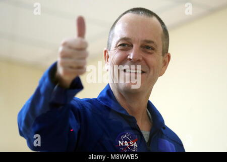 Baikonur, Kazakhstan. 20th Mar, 2018. BAIKONUR, KAZAKHSTAN - MARCH 20, 2018: NASA astronaut Richard Arnold thumbs - Stock Photo
