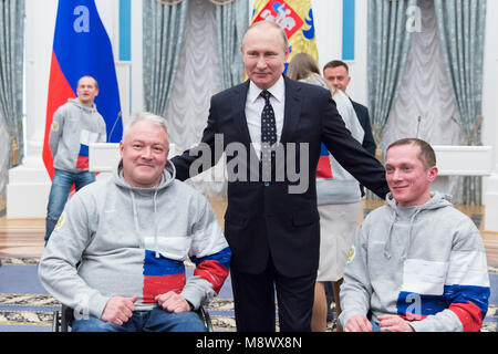 Moscow, Russia. 20th Mar, 2018. Russian President Vladimir Putin (C) poses with prizewinners of the Pyeongchang - Stock Photo