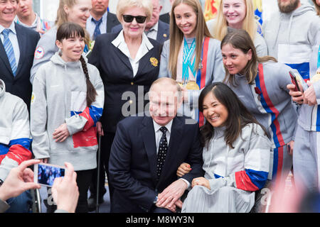 Moscow, Russia. 20th Mar, 2018. Russian President Vladimir Putin (bottom C) poses with prizewinners of the Pyeongchang - Stock Photo