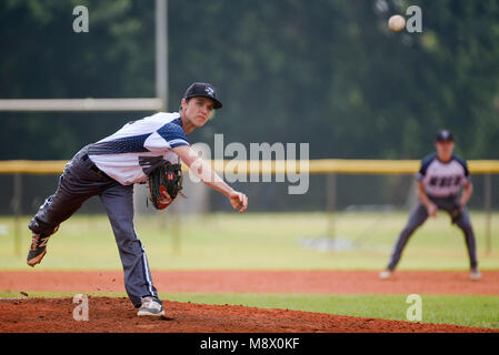 Boca Raton, Florida, USA. 20th Mar, 2018. Spanish River pitcher Kyle Hansen (15) delivers a pitch at the top of - Stock Photo