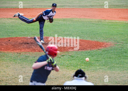Boca Raton, Florida, USA. 20th Mar, 2018. Spanish River pitcher Kyle Hansen (15) delivers the pitch to Oxbridge - Stock Photo