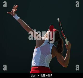 Key Biscayne, Florida, USA. 20th Mar, 2018. Andrea Petkovic of Germany serves against Vera Lapko of Belarus during - Stock Photo