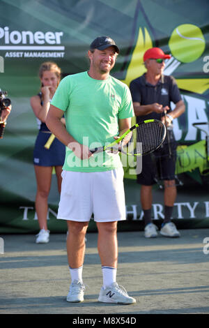 Key Biscayne, FL, USA. 20th Mar, 2018. Guest attends the 9Th Annual All-Star Charity Tennis Event benefitting ACEing - Stock Photo