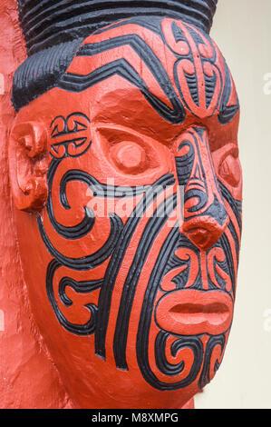 new zealand rotorua new zealand whakarewarewa maori carving facial tattoos maori tattoo face the meeting house wahiao - Stock Photo