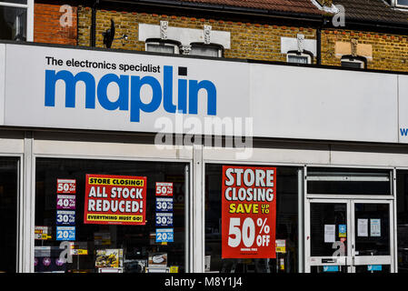 Maplin the electronics specialist store shop, in administration. Closing down sale notices. All stock reduced. Shop - Stock Photo